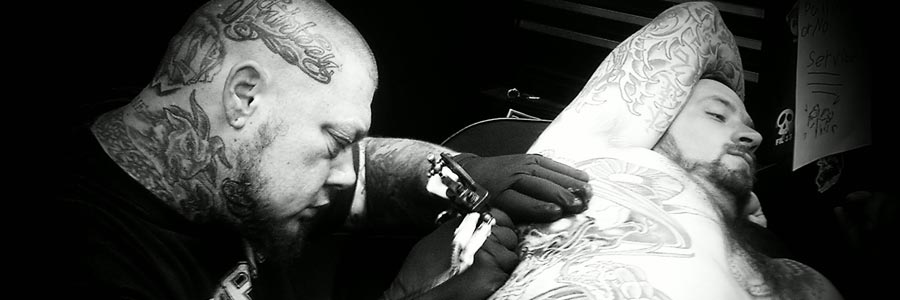 Scott Calcaterra tattooing ribcage - black & grey
